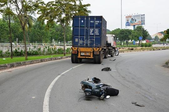 Hiện trường tai nạn khiến nam thanh niên nguy kịch