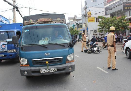Hiện trường vụ tai nạn làm người đàn ông bất tỉnh trên đường Kha Vạn Cân.