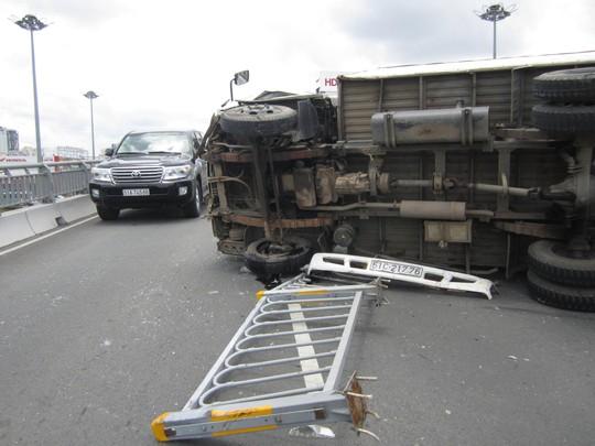 Chiếc xe bị hư hỏng nặng sau vụ tai nạn.