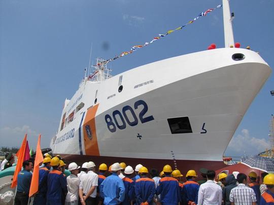 Đặc biệt, tàu 8002 hoạt động với tầm không hạn chế, có khả năng hoạt động được trong điều kiện sóng cấp 9, gió cấp 12, thời gian hoạt động liên tục trên biển là 40 ngày đêm, tầm hoạt động là 5000 hải lý.