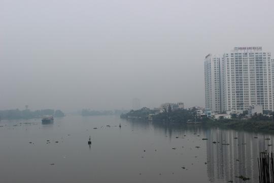 Thành phố mù sương, xe container tông nhau bẹp đầu