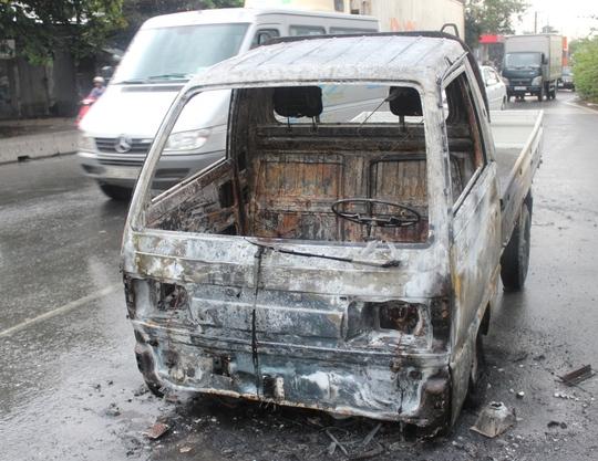 Chiếc xe trơ khung sau vụ cháy.