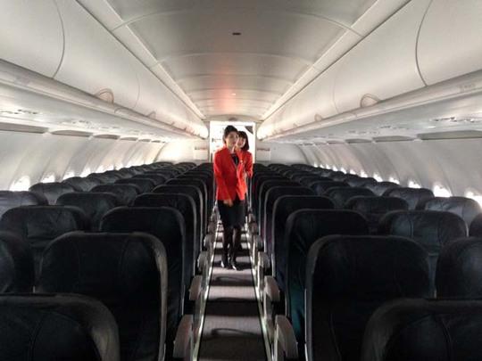 Khoan máy bay có 180 ghế bọc da