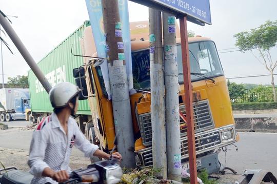 May mắn, vụ tai nạn không làm ai thương vong