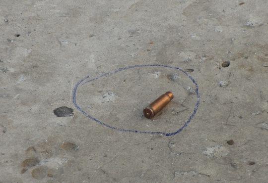 Vỏ đạn thu được tại hiện trường trước nhà nghỉ 555