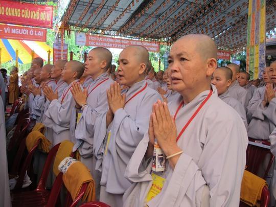 Hàng ngàn người dự lễ cầu siêu cho nạn nhân TNGT