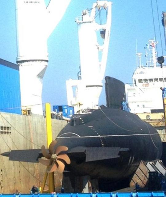 Cận cảnh tàu ngầm Kilo Hà Nội