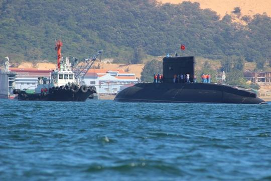 Tàu Kilo đã vào quân cảng thành công