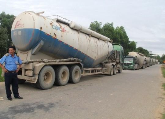 Lực lượng chức năng phát hiện 6 xe quá tải chạy vòng để né trạm cân