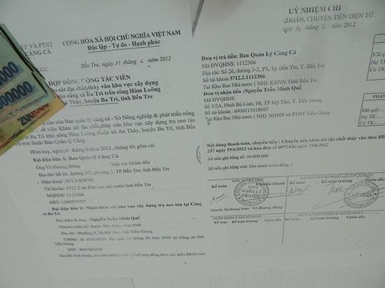 Hợp đồng và giấy ủy nhiệm chi do ông Võ Hoàng Đông, Giám đốc BQLCC Bến Tre ký, chi sai số tiền 20.000.000 đồng, được CSĐT Công an Bến Tre phát hiện thu hồi.