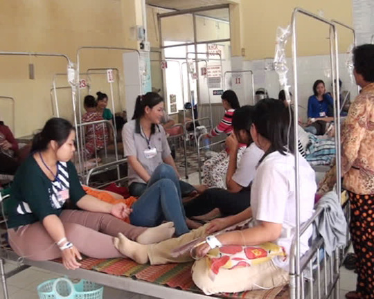 Các công nhân đang được theo dõi và động viện tinh thần sau khi vụ bị ngộ độc