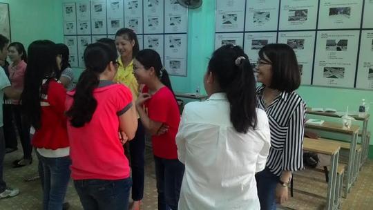 """Các học viên thực hành kỹ năng tại chương trình đào tạo """"Nghiệp vụ bán hàng"""""""
