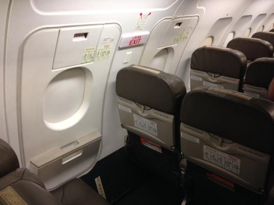 Vị trí cửa thoát hiểm trên máy bay