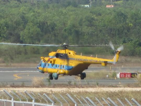 Chiếc Mi 171 số hiệu 02 đã xuất phát tìm máy bay Malaysia lúc 15 giờ. Ảnh: Ca Linh