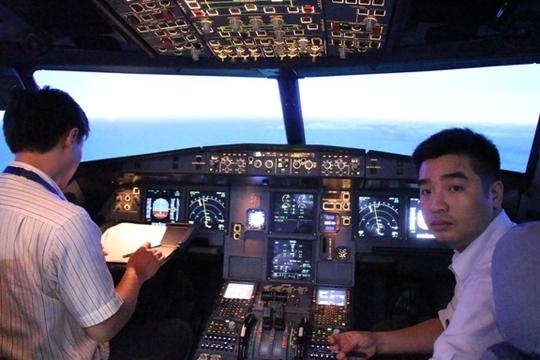 Tổ lái của Vietnam Airlines thực hiện lượt bay thực nghiệm đường bay thẳng Hà Nội - TP HCM ngày 4-9