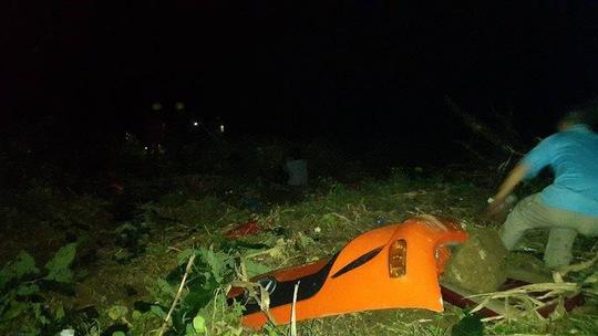 Một mảnh vỡ của xe khách- ảnh facebook Lào Cai online