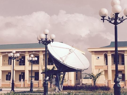 Trạm VSAT - hệ thống thông tin vệ tinh có tác dụng đồng bộ thông tin liên lạc thông suốt, song song với đường cáp quang và dự phòng khi cáp quang trục trặc