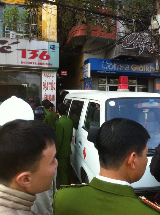 Ngõ 136 đường Nguyễn Đức Cảnh, nơi xảy ra vụ cháy tại số nhà 14, rất nhỏ hẹp