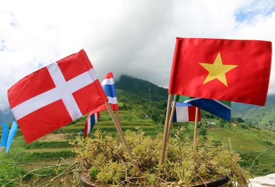 Các lá cờ của các quốc gia có vận động viên tham dự