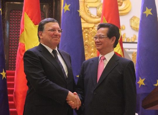 Thủ tướng Nguyễn Tấn Dũng tiếp đón chủ tịch EC Manuel Barroso. Ảnh: Dương Ngọc