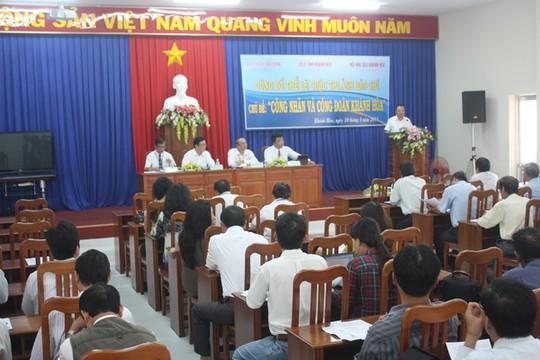 Quanh cảnh lễ phát động cuộc thi ảnh báo chí Công nhân và Công đoàn Khánh Hòa vào sáng 10-4