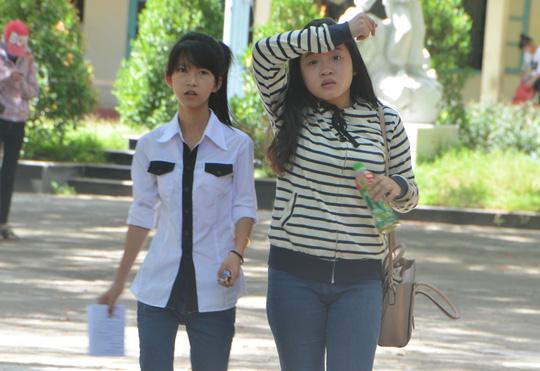 Thí sinh Đà Nẵng hoàn thành bài thi trong tiết trời nắng đổ lửa