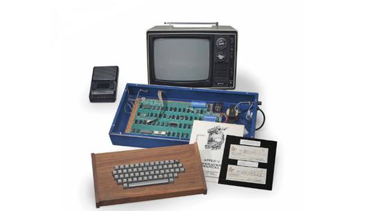 Apple-1, chiếc máy tính đầu tiên của Apple mang dấu ấn của cựu CEO Steve Jobs.