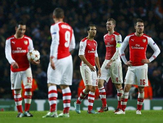 Các cầu thủ Arsenal kh6ong hiểu chuyện gì đã xảy ra