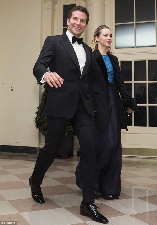 Bradley Cooper và bạn gái