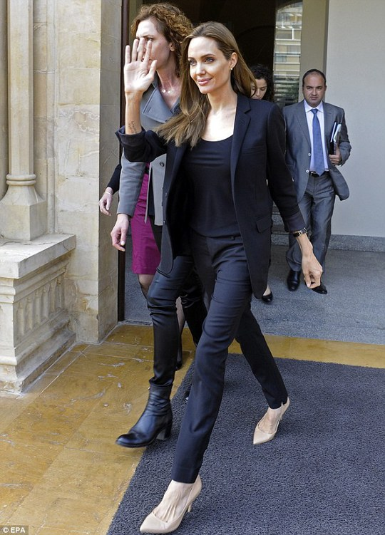 Angelina Jolie học làm đầu bếp