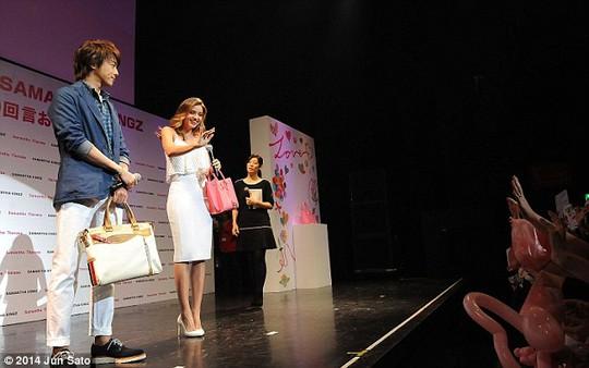 Miranda Kerr rạng rỡ như mùa xuân ở Nhật Bản
