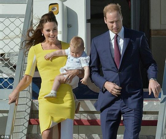 Công nương Kate và Hoàng tử William cùng Hoàng tử bé George đang đón chờ đứa con thứ hai trong năm tới. Ảnh:PA