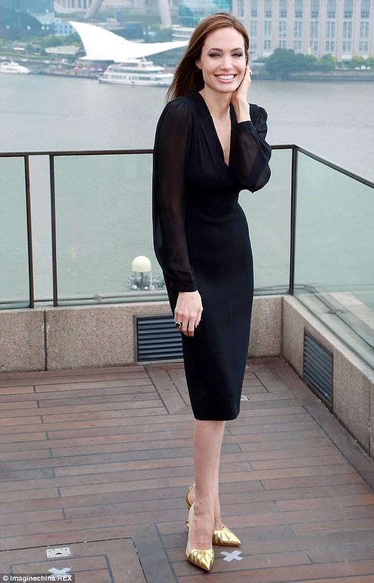Angelina Jolie không thắt chặt an ninh