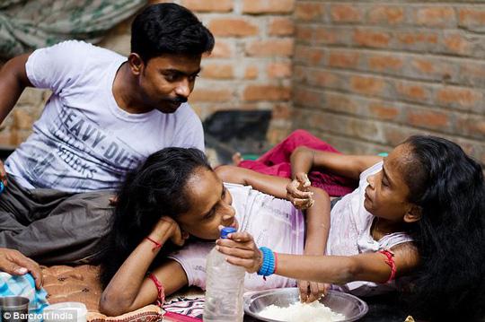 Ganga và Jamuna sinh hoạt bên người yêu