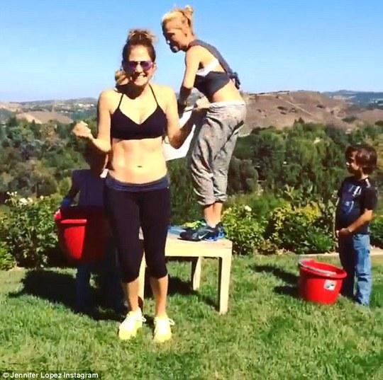 Jennifer Lopez thực hiện thử thách