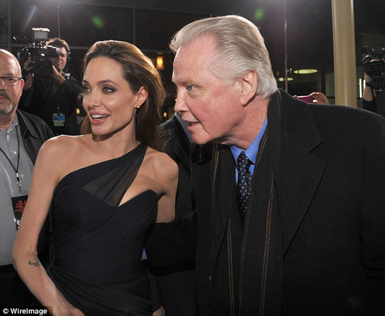 Angelina và cha Jon Voight