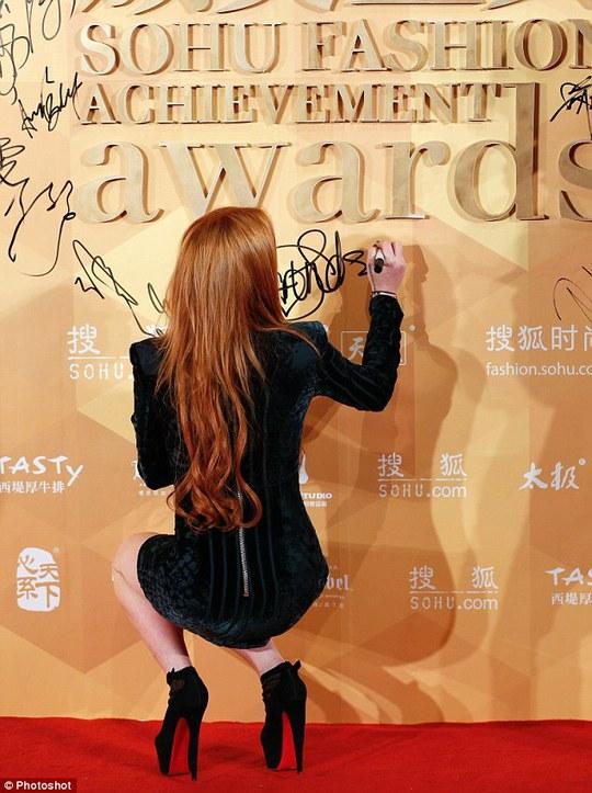 """Lindsay Lohan bị trộm """"laptop"""" tại sân bay Trung Quốc"""