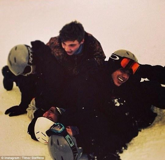 Cùng chơi trượt tuyết