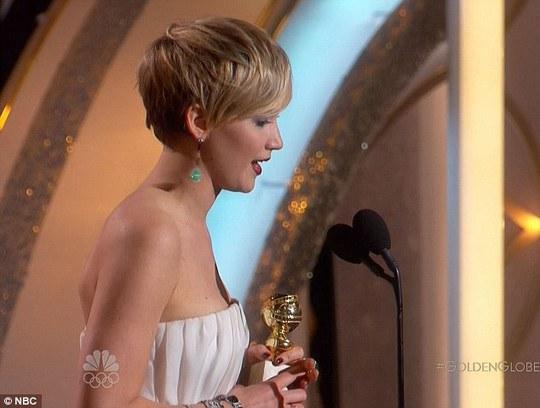 """Jennifer Lawrence """"phá đám"""" Taylor Swift"""