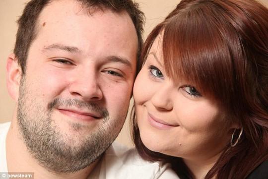 Anh Anthony Taylor và bạn gái Stephanie Walker. Ảnh: Daily Mail