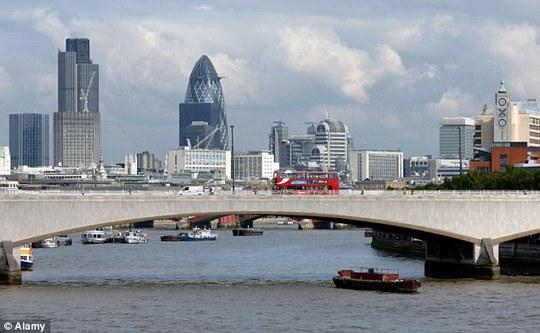 Cây cầu Waterloo Bridge nơi anh Benjamin định tự tử. Ảnh: Daily Mail