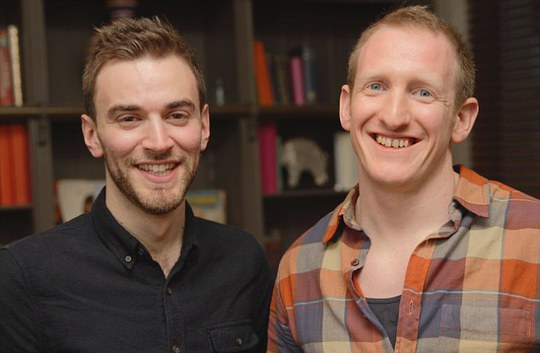 Anh Jonny Benjamin gặp lại ân nhân Neil Laybourn. Ảnh: Daily Mail