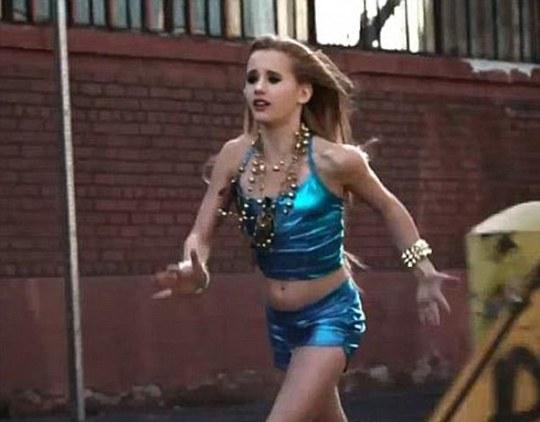 Alison Gold trong video ca nhạc mới