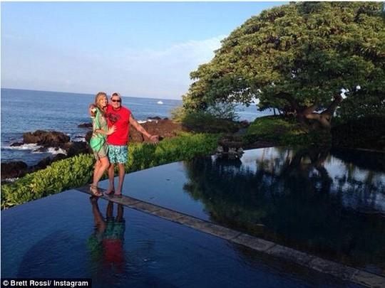 Charlie Sheen đính hôn cựu sao phim người lớn