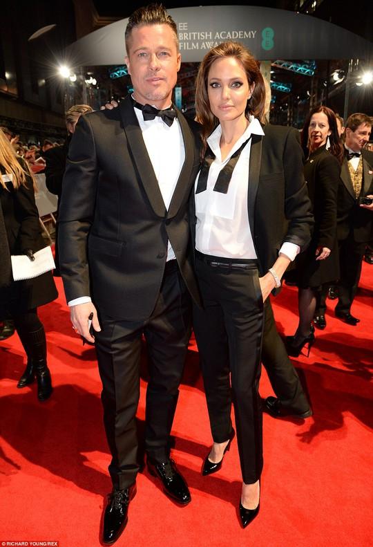 Angelina Jolie và chồng sắp cưới Brad Pitt