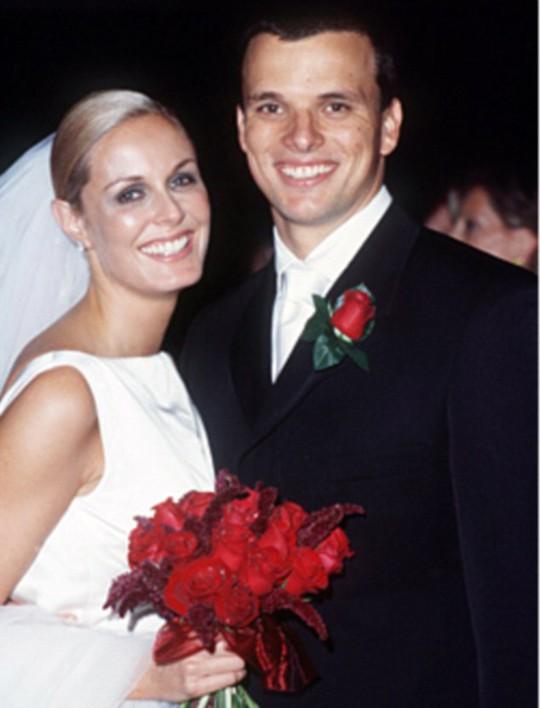 Cuộc hôn nhân của cặp đôi này chỉ duy trì được 1 năm (1999-2000)