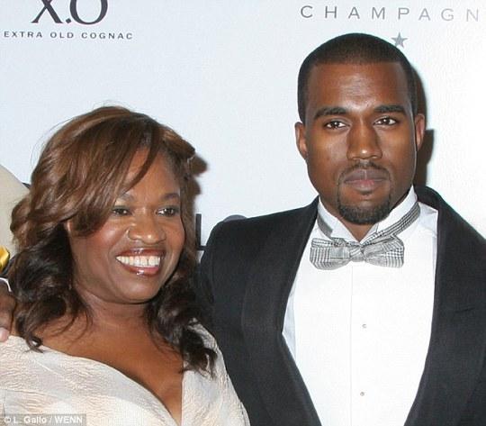 Kanye West từng hạnh phúc bên mẹ