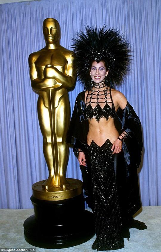 Cher tại Oscar năm 1987