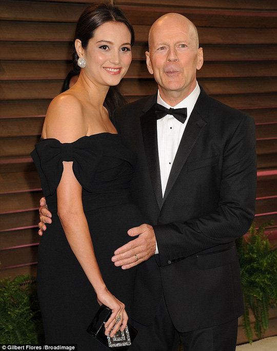 Bruce Willis và Emma Hemming