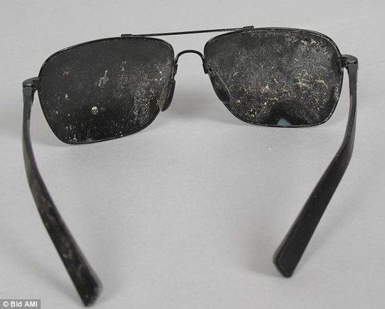 Mắt kính được rao bán